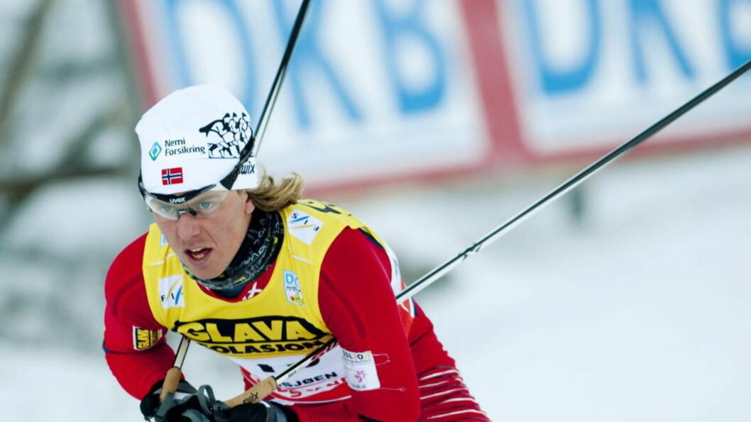 <strong>FOSSET FRA:</strong> Mikko Kokslien stakk av fra østerrikeren en kilometer før mål i lagkonkurransen. Foto: Geir Olsen / Scanpix