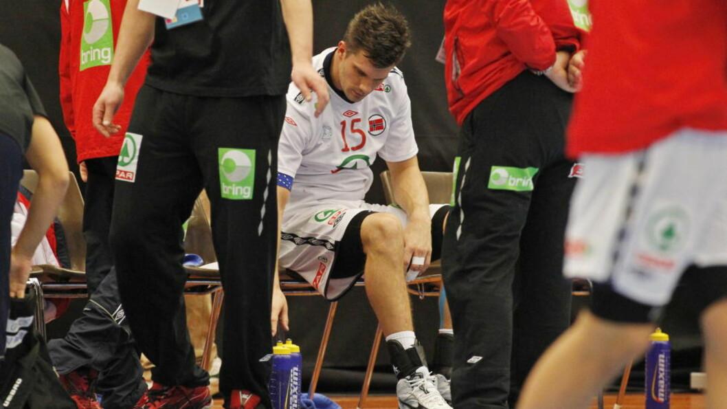 <strong>SKUFFET:</strong> Kristian Kjelling var langt nede etter tapet for Ungarn. Nå er han også blitt så syk at han ikke får trent, men han rekker trolig morgendagens kamp mot Østerrike. Foto: HÅKON MOSVOLD LARSEN/SCANPIX