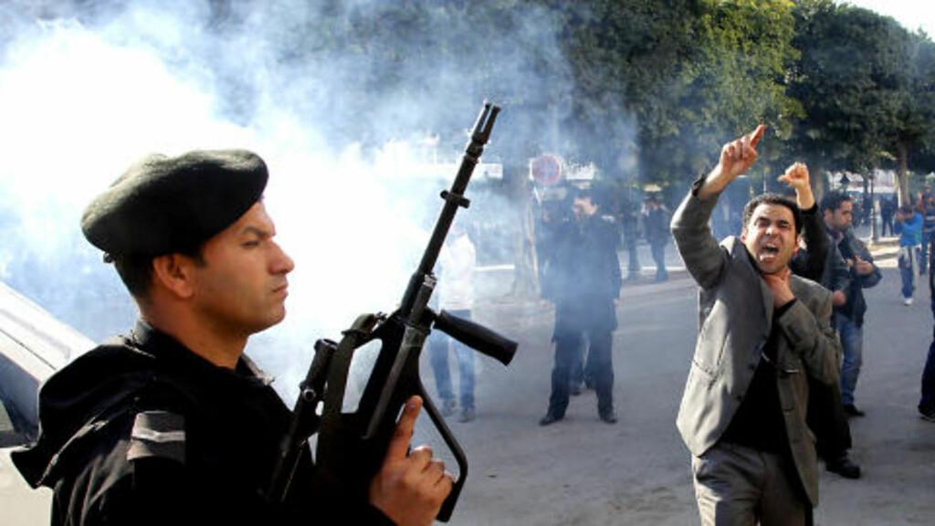 KAOS: Tunisa er på randen av kaos. Foto: JACQUES HVISTENDAHL/DAGBLADET