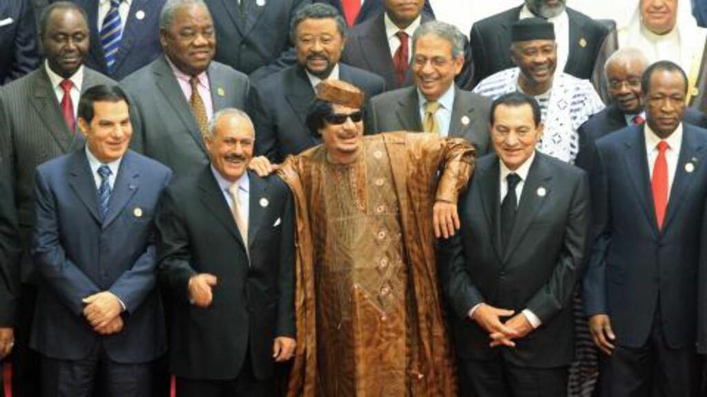 HVEM BLIR NESTE?: Libyas leder Muammar Gaddafi (i midten), med Egypts president Hosni Mubarak ved sin høyre side og Yemens president Ali Abdullah Saleh ved sin venstre side under et møte mellom arabiske og afrikanske ledere i 2010. Foto: EPA/SCANPIX