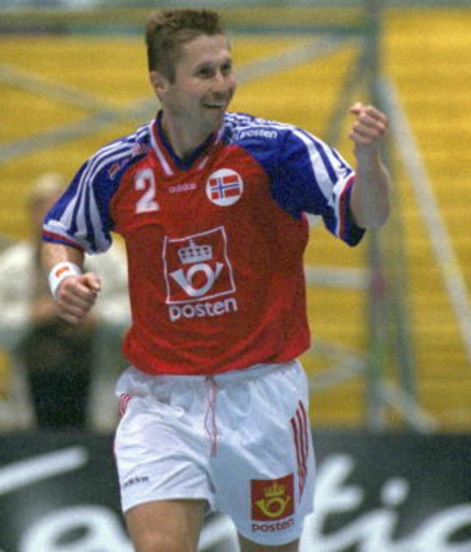 <strong>TIDENES MESTSCORENDE:</strong> Roger Kjendalen har jublet for scoring hele 930 ganger på landslaget. Foto: DAGBLADET