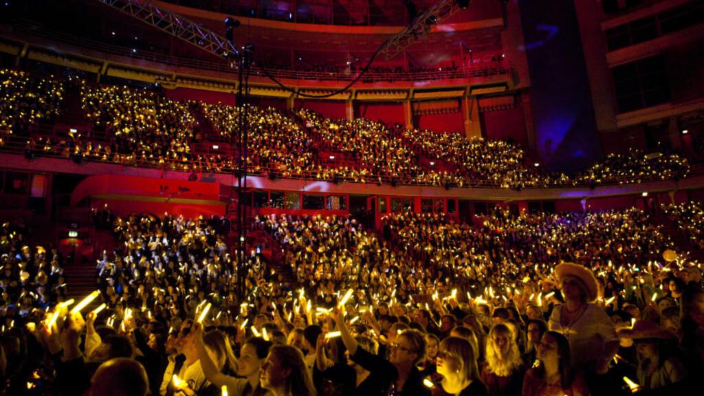 SVENSK KRISE: Svenske var høyt oppe med lyspinnene sine da Anna Bergendal vant Melodifestivalen i fjor. Nå er det krise i den svenske MGP-leiren. Foto: Stella Pictures