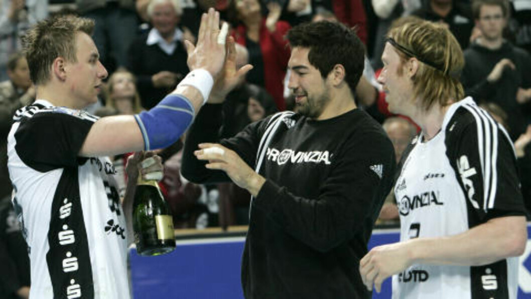 <strong>TIDLIGERE LAGKAMERATAER:</strong> Nikola Karabatic og Børge Lund spilte sammen i Kiel. Foto: HERIBERT PROEPPER/AP