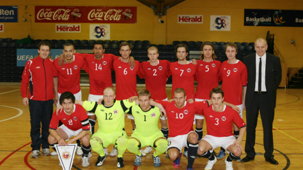 <strong>SLO ANDORRA:</strong> Men det ble mye dramatikk da Norge tok seg videre til den avgjørende runden i EM-kvalifiseringen. Storscorer Abdurahim Lajaab (nummer tre oppe fra venstre) ble blant annet utvist i pausen. Foto: Guttorm Lende