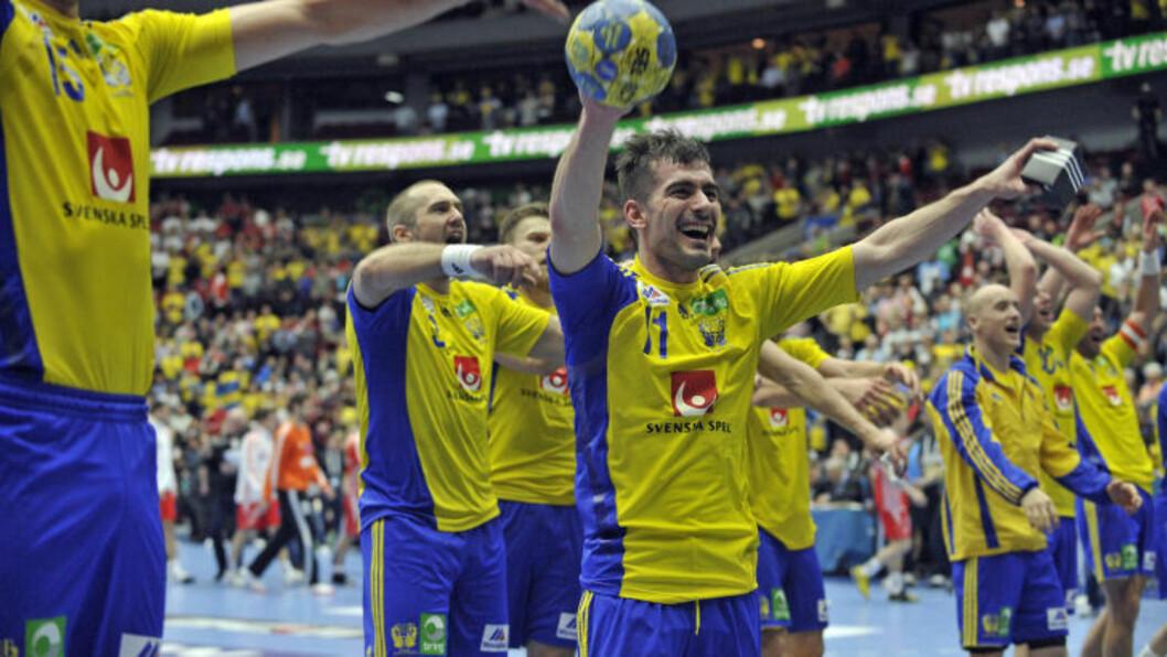 <strong>SVENSK JUBEL:</strong> Sverige-spillerne viste glede da seieren mot Kroatia i går betydde første VM-semifinale på ti år. Foto: AFP/ATTILA KISBENEDEK