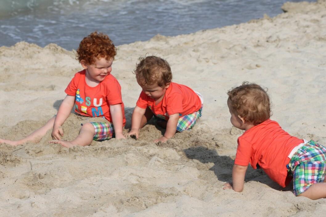 NESTEN TRILLINGER: Det er bare 19 mnd som skiller eldstemann Colin fra sine to brødre Nicolas og Patrick. Foto: Privat