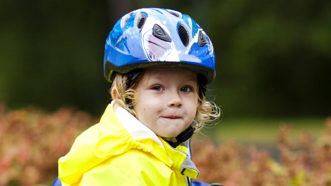 <b>KAN VÆRE FARLIG: </b>Sykkelhjelmen redder liv, men kan også være farlig ved feil bruk. Foto: NTB Scanpix