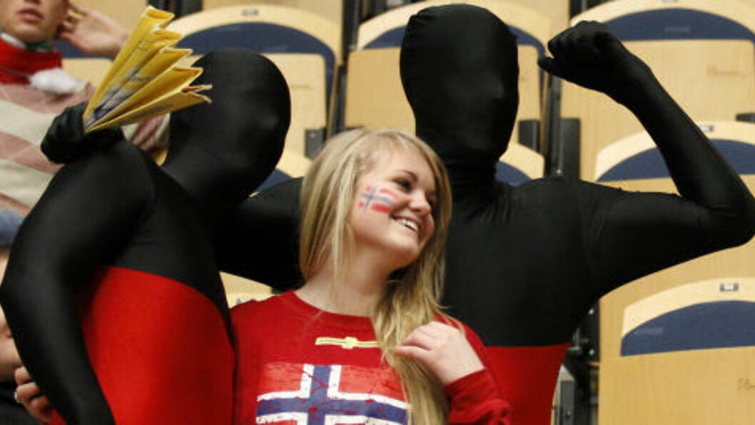 <strong>HELSVART FOR TYSKLAND:</strong> Det var morsomt å være norsk håndballsupporter i Jönköping i ettermiddag. Foto: UMIT BEKTAS/REUTERS