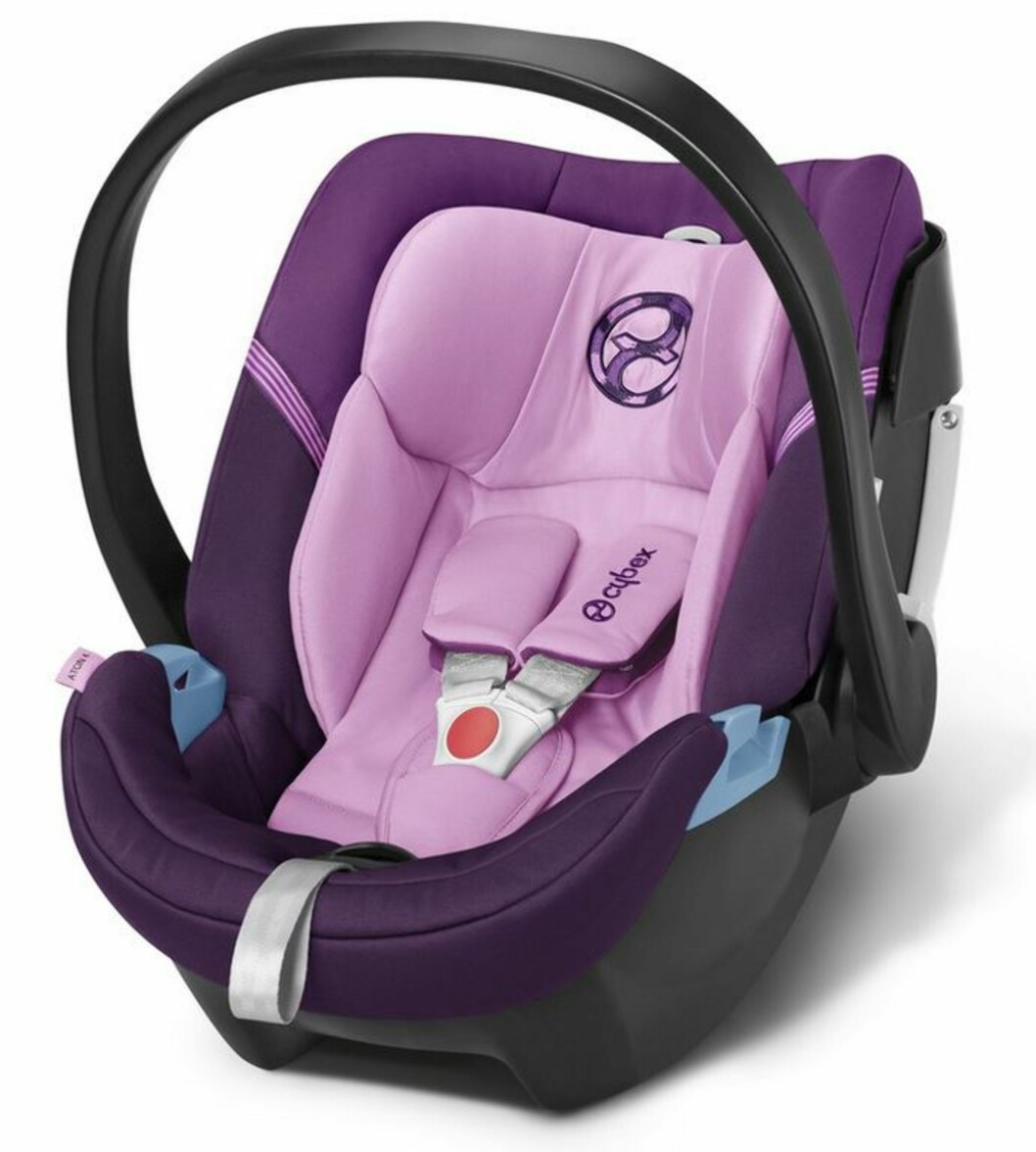 <strong>CYBEX:</strong> Aton 4 inneholder den ny lie-flat funktion, som sikrer barnet mest mulig liggeposisjon. Babybilstolen har en ekstra stor solskjerm og er enkel i bruk. Pris cirka kr 2199,- Foto: Produsenten