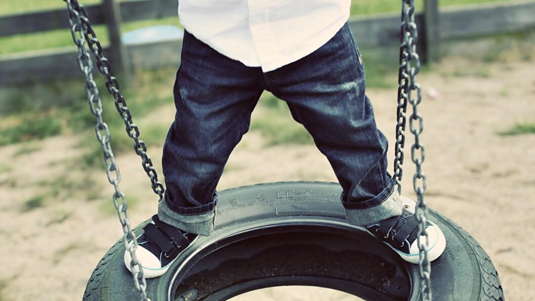 <b>UTSETTES FOR STOR SLITASJE:</b> Glade og aktive barn sliter klærne sine godt, men hvilke jeans tåler det best? Foto: Carolin Freiholtz / NTB Scanpix