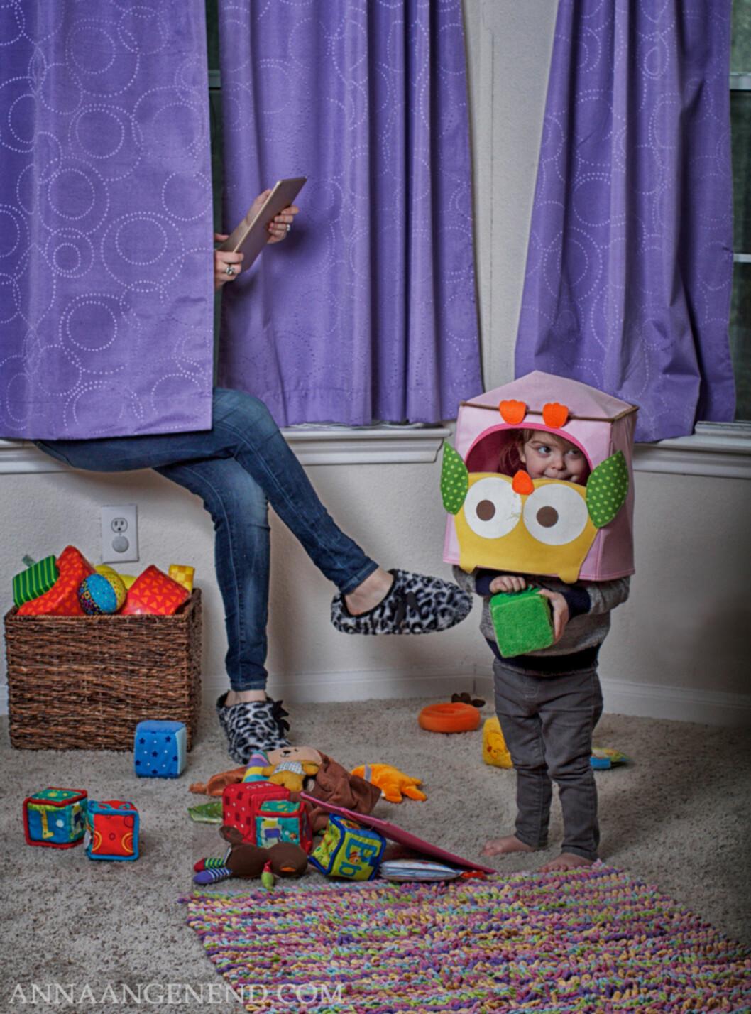 NÅR MAN TRENGER LITT EGENTID: Å gjemme seg i et par minutter er for mange småbarnsmødre ren luksus! Foto: Anna Angenend Photography