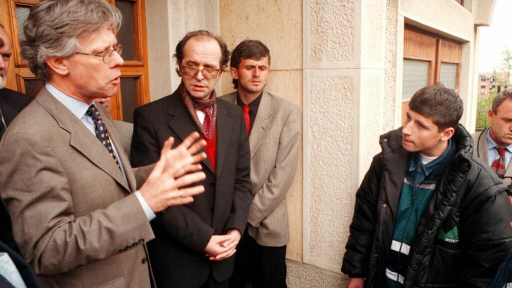 FIKK RETT: Daværende utenriksminister Knut Vollebæk og Kosovos president Ibrahim Rugova møter Read som selv var vitne til at flere venner og famile ble slaktet ned av serbisk politi. Nå kommer det fram at spiongruppa E14 var de første som pekte på Rugova som en samlende leder i Kosovo.