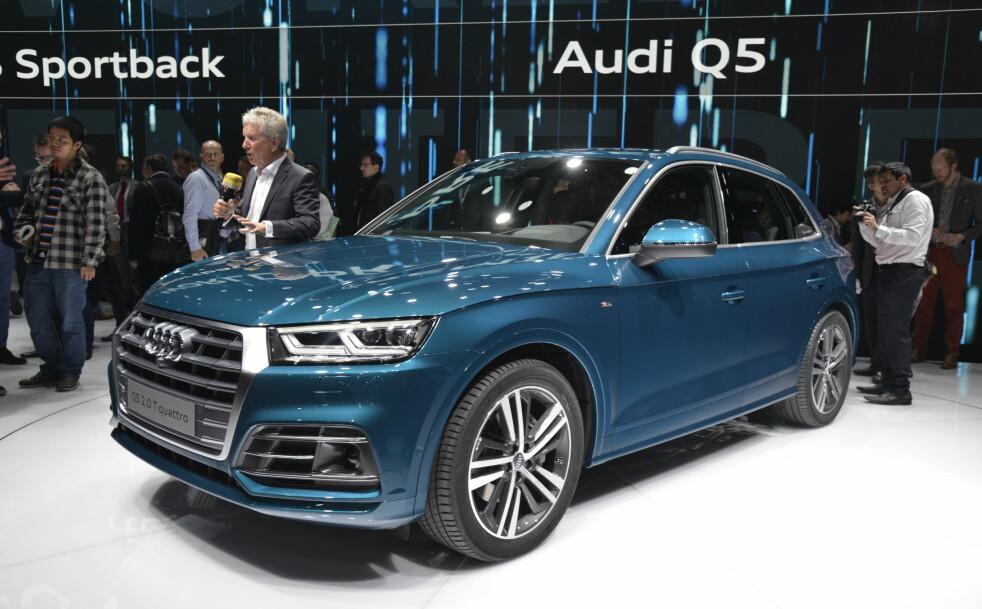 <strong>VERDENSPREMIERE I DAG:</strong> Helt ny Audi Q5, det har bare skjedd én gang tidligere. Som vi ser bringer annen generasjon Q5 langt fra noen grensesprengende designendringer med seg. Men den har en litt mer bølgende profil, samt et skarpere oppsyn - i tråd med den aktuelle policyen i Ingolstadt. Foto: Jamieson Pothecary