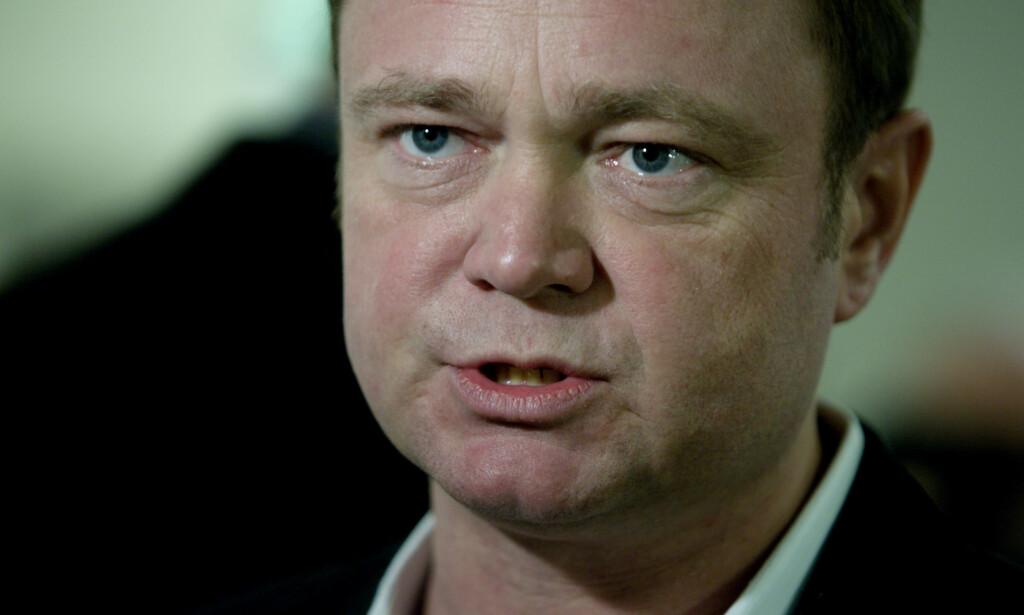 TILLIT: TV2s reporter Fredrik Græsvik mener det er dramatiske tall som ledelsen legger fram. Men vil ha tillit til at de gjør det som trengs for å klare seg i framtida. Foto: Kyrre Lien / SCANPIX