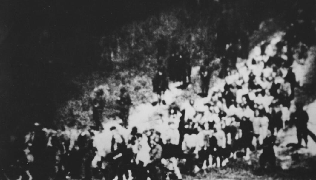 <strong>PÅ VEI TIL DØDEN:</strong> Jøder fra Kiev (Ukraina) på vei til henrettelsesstedet Babij Jar i september 1941. FOTO: NTB SCANPIX