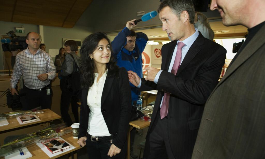 2009: Her er Hadia Tajik sammen med Jens Stoltenberg i 2009. Foto: NTB Scanpix
