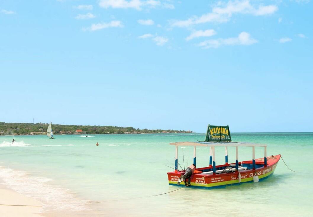 KORALLSTRAND: Berømte Seven Mile Beach er en av Jamaicas vakreste strender. Foto: Ving