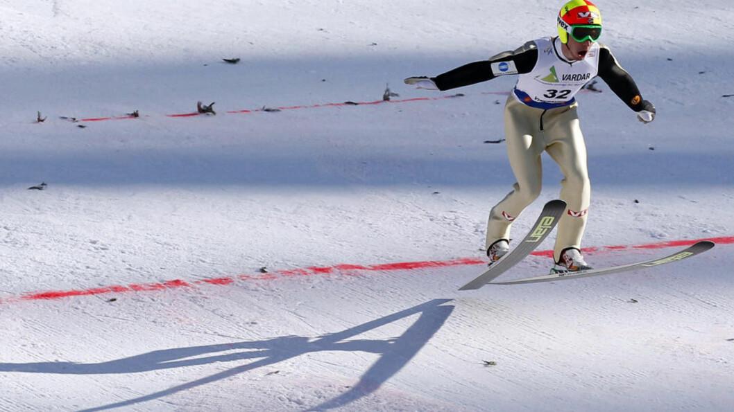 <strong>EN SKIKKELIG FLYVER:</strong> Johan Remen Evensen gikk ikke helt til topps, men var igjen helt i eliten i skiflygingsbakken i Vikersund.Foto: SCANPIX/AFP/DANIEL SANNUM LAUTEN