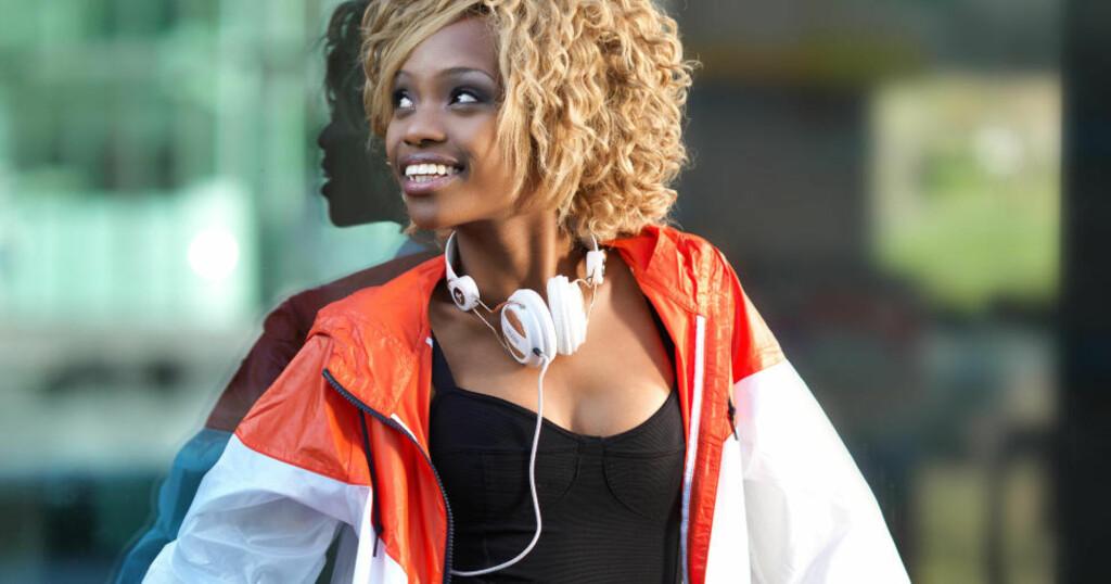 STILSKIFTE: Stella Mwangi har lang fartstid som artist. Hennes tidligere rap-karriere skiller seg kraftig fra de afrikanske rytmene i «Haba Haba». Disse bildene er tatt i mai i fjor i forbindelse med Stella Mwangis singel «Smile».  Foto: Rolf-Ørjan Høgset