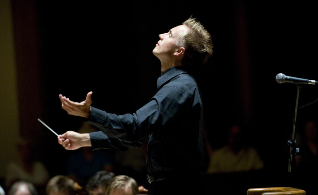 NY SJEFDIRIGENT:  Vasily Petrenko overtar Oslo-Filharmonien i 2013. I Liverpool er han superstjerne etter å ha gjort en «Mariss Jansons»-jobb med byens stolte symfoniorkester. Foto: Mark McNulty/IMG