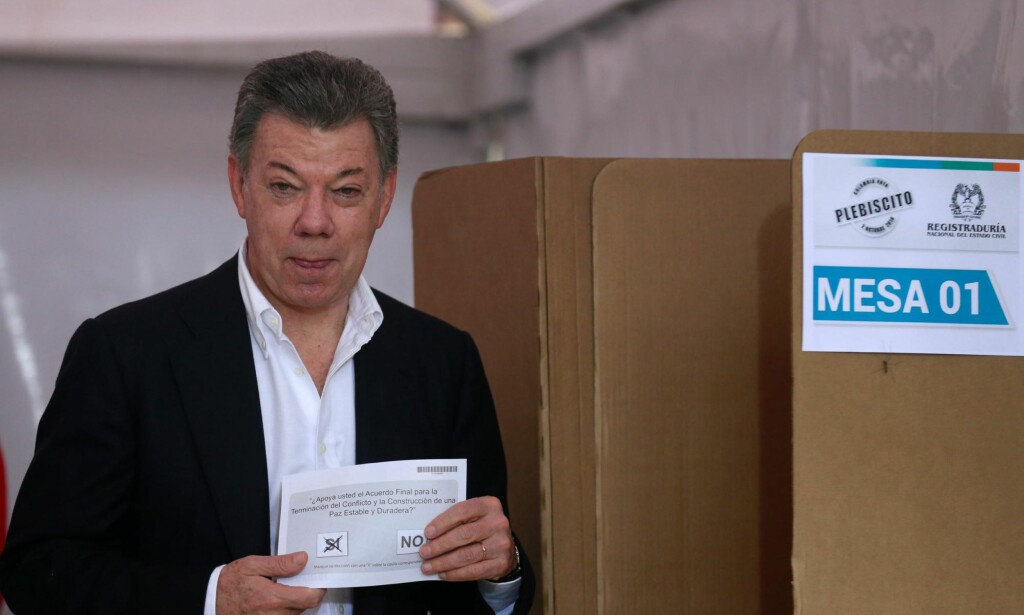 TAPTE KNEPENT: Colombias president Juan Manuel Santos