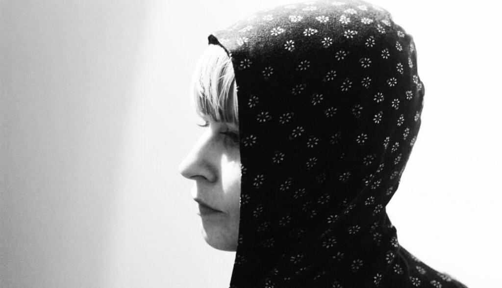 UNDER EGET NAVN: Jenny Hval, musiker og forfatter, har laget to kritikerroste plater under navnet Rockettothesky. «Viscera» er tredje album og det første under eget navn. Foto: Rune Grammofon