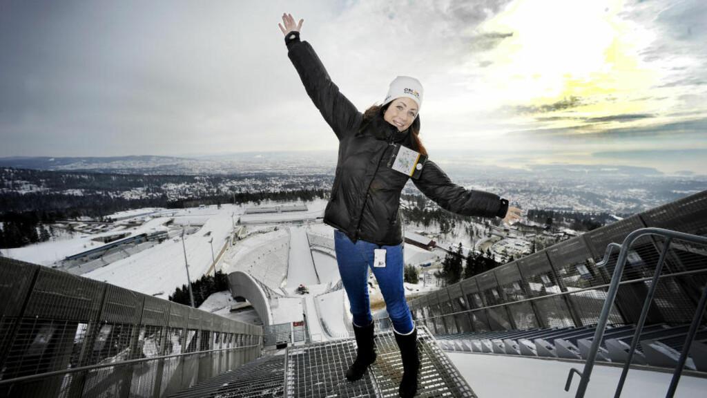 HOLMENKOLLEN: Linn Blekkerud viser fram Norges mest populære turistattraksjon, som har en million besøkende i året.   Alle foto: JOHN TERJE PEDERSEN