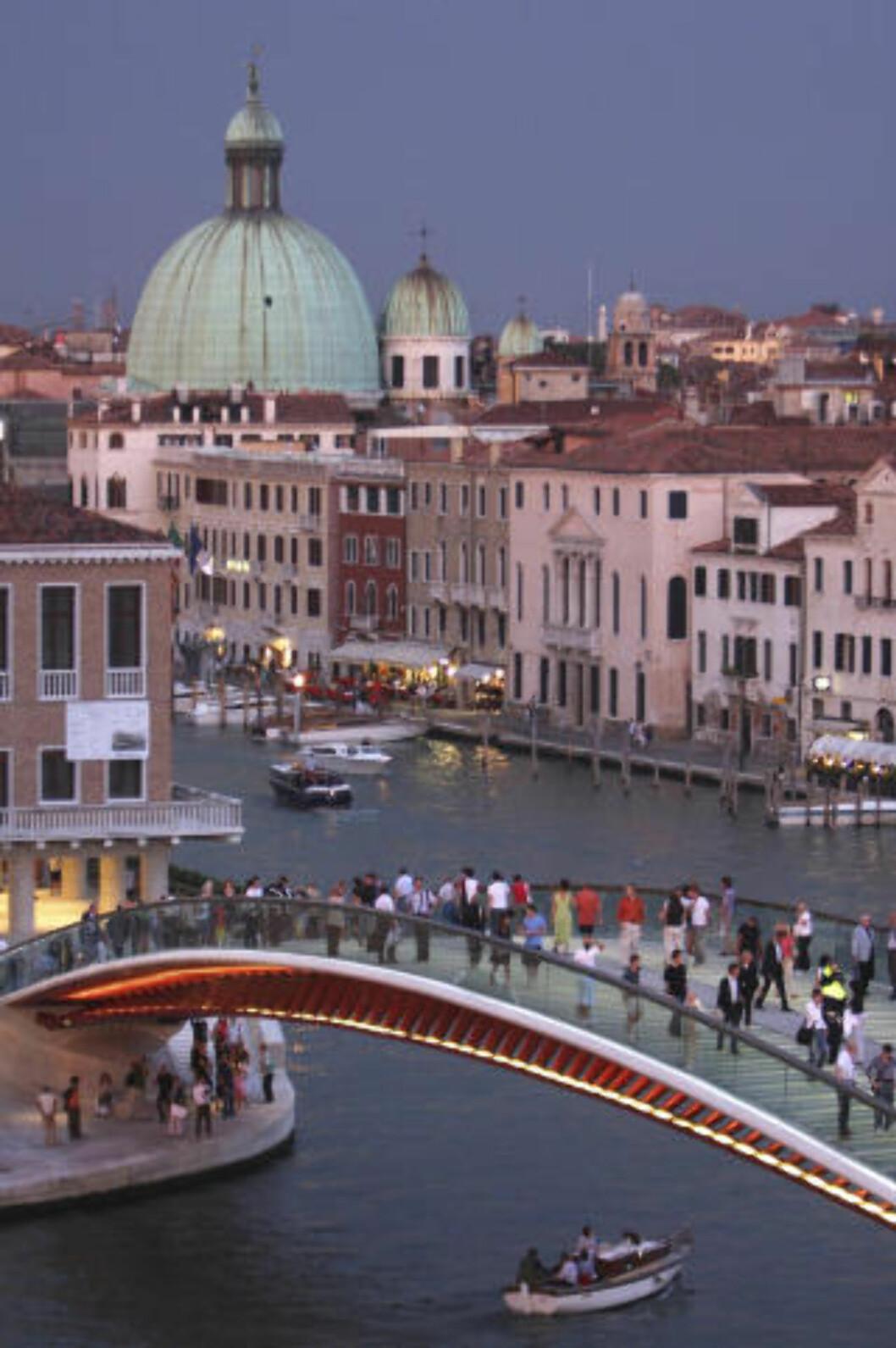 <strong> Ponte della Costituzione:</strong>  Broen er en av totalt fire som strekker seg over Canal Grande i Venezia. Foto: Scanpix