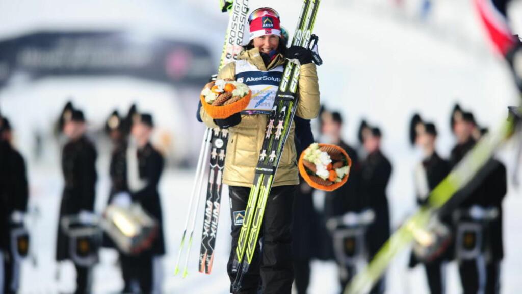 GULLJENTA: Marit Bjørgen fikk seg ei ny gulljakke etter 10-kilometeren. Foto: THOMAS RASMUS SKAUG