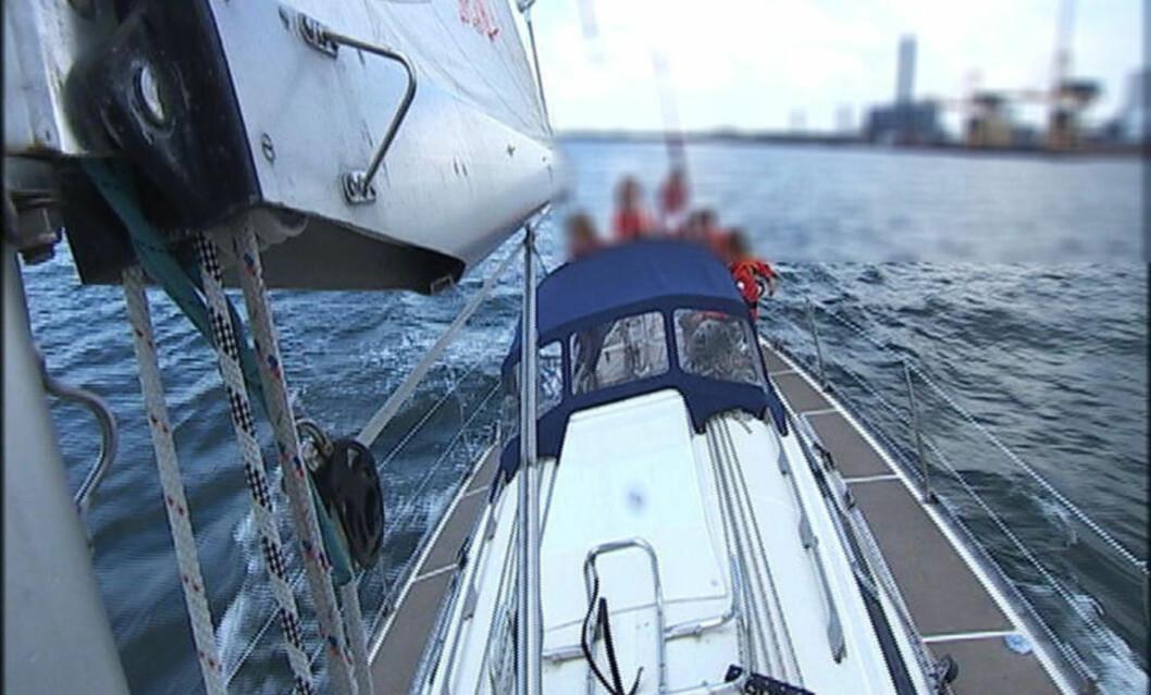 <strong>SEILEGLAD FAMILIE:</strong> Familien på fem fra Kalundborg er kjent for å være entusiastiske og dyktige sjøfolk. Her fra et innslag i DR-programmet «TV avisen» sommeren 2009. Foto: DR