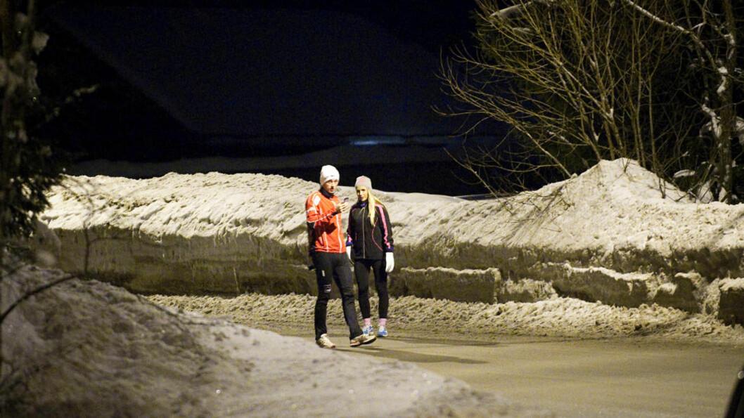 ENDELIG LITT SAMMEN: Petter Northug og kjæresten Rachel Nordtømme tok seg en rolig kveldsjoggetur i Voksenkollveien seint i går kveld. Foto: Thomas Rasmus Skaug  / Dagbladet