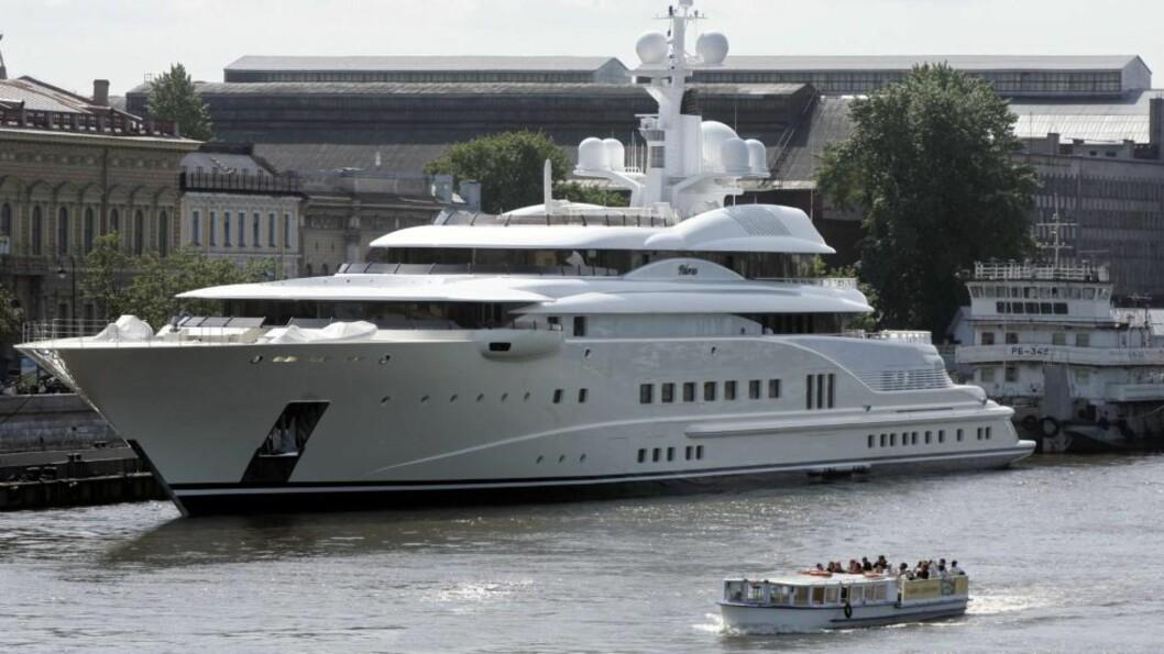 INSPIRASJONEN: Roman Abramovitsj' luksusyacht Pelorus, som har inspirert Obiang-familiens siste innkjøp. Foto: AP/Dmitry Lovetsky/Scanpix