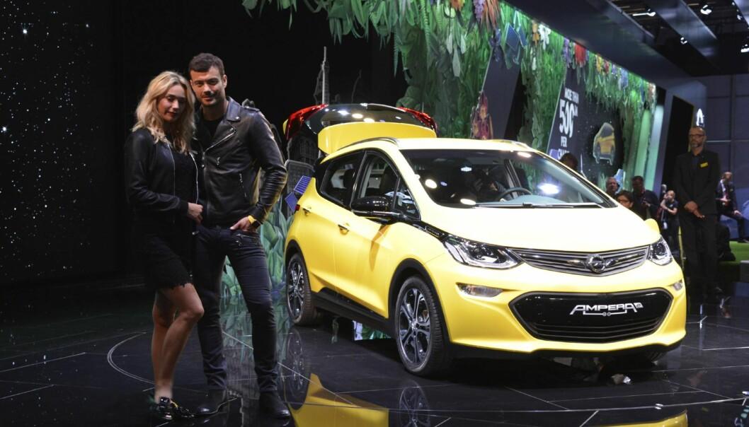 BILEN MANGE HAR VENTET PÅ: Opel Ampera-E er i praksis elbilen mange har ventet på, og slik ble bilen - noe overraskende - den mest spennende bilen på den store bilmessen i Paris. I denne artikkelen kan du lese om de viktigste bilnyhetene. Alle foto: Fred Magne Skillebæk og Jamieson Pothecary