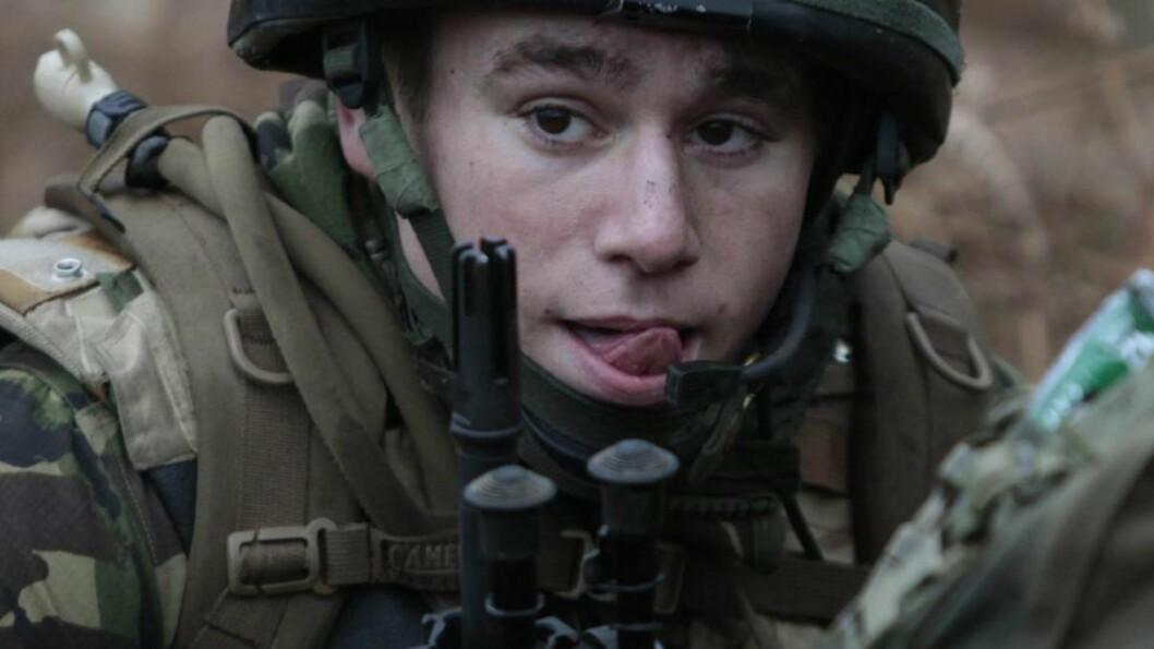 DUMT: Britiske kommandosoldater hadde hemmelige koder skrevet ned på papirnotater. Foto: Scanpix
