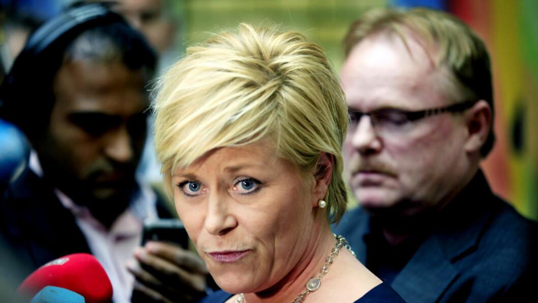 <strong>I STORMEN:</strong> Siv Jensen på pressekonferanse i vandrehallen på Stortinget i forbindelse med sexskandalen rundt Trond Birkedal. Foto: Jacques Hvistendahl