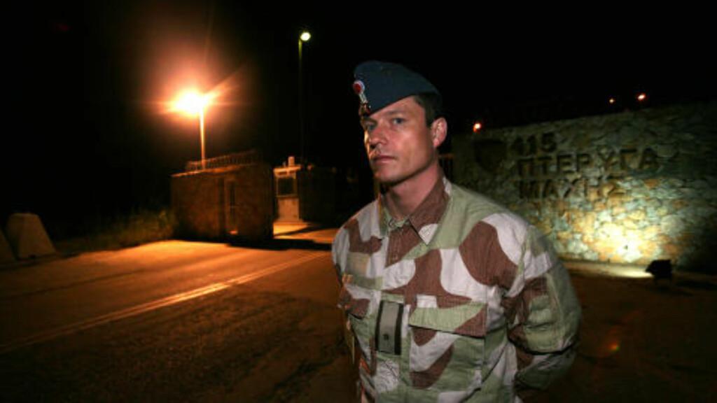 TOK AV: Rett etter at dette bildet ble tatt i går kveld, tok de norske F16-flyene som bombet en flybase i Libya av fra Souda Bay-basen på Kreta. Foto: Jonas Sverrisson Rasch/Dagbladet