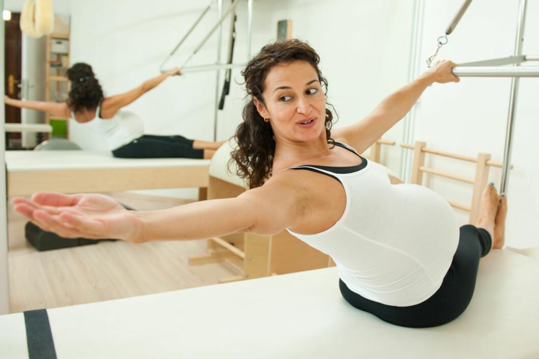 <strong><b>FINN VARIANTER AV SITUPS SOM FUNGERER:</strong> </b> Omvendt situps kan fungere for gravide. Foto: Shutterstock ©