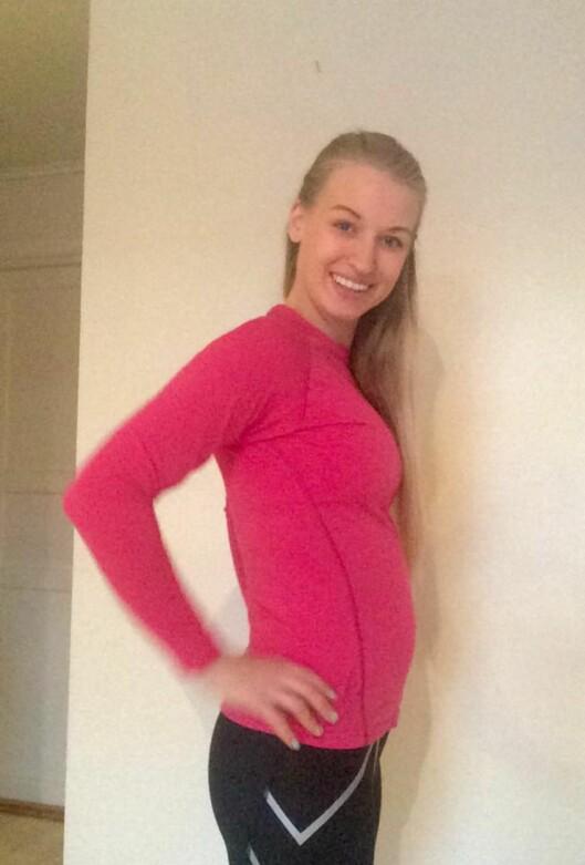 TRENER MYE: Tina er 24 uker på vei. Babymagen er nesten ikke synlig. Foto: privat