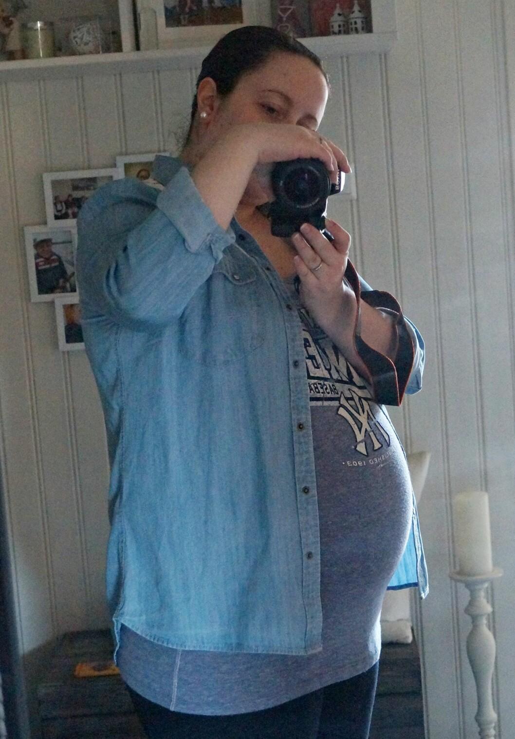 IKKE SLIK DET SKULLE BLI: Kine seg gledet seg til å bli mor for første gang, men barseltiden ble langt ifra det hun hadde forventet. Foto: Privat