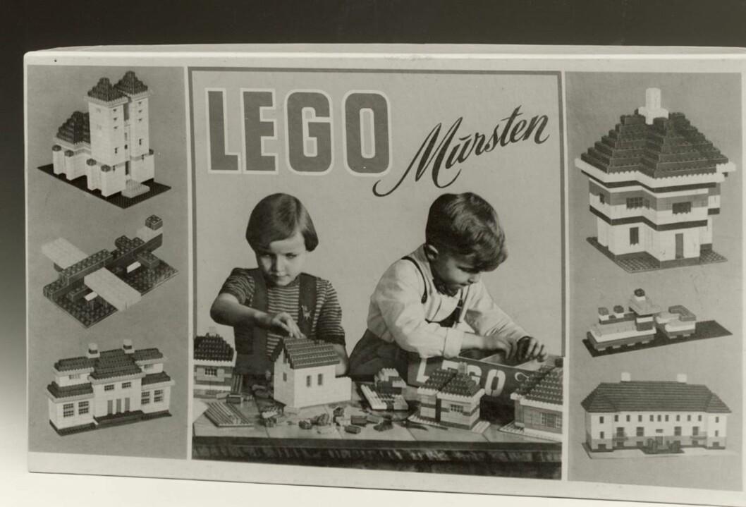 "VERDENS FØRSTE LEGO: I 1953 kom den første esken med ""LEGO Murstein"" på markedet. Foto: Lego.dk"