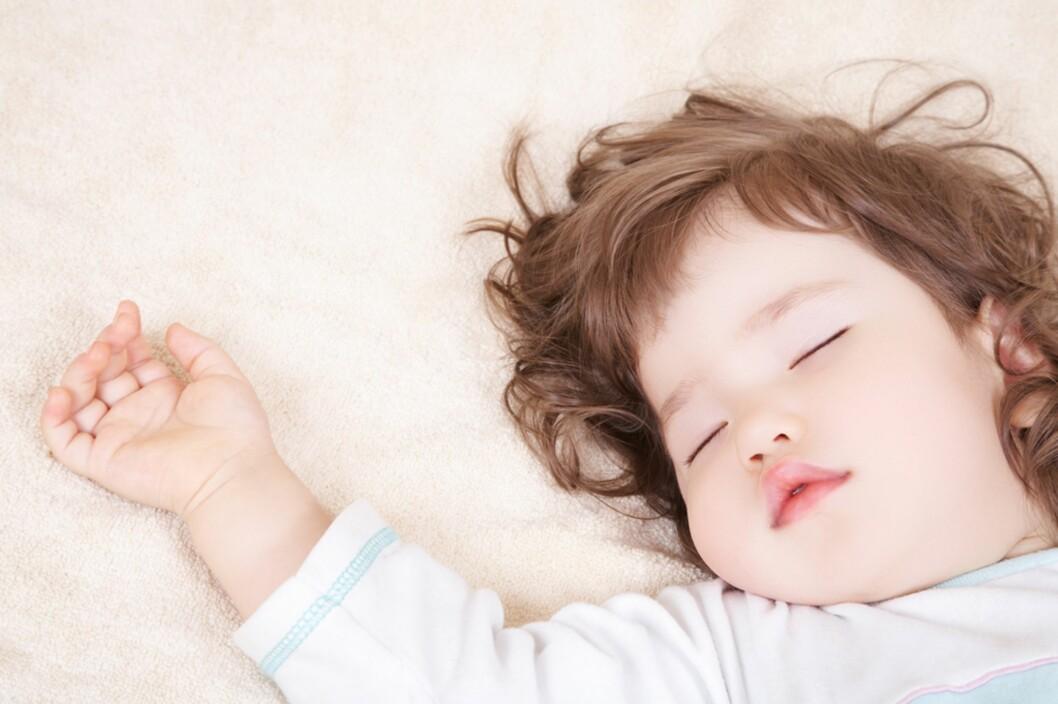 <b>SØVN:</b> Ikke alle barn sover like godt på natten, bør man da kutte ut sovingen på dagtid? Foto: Shutterstock