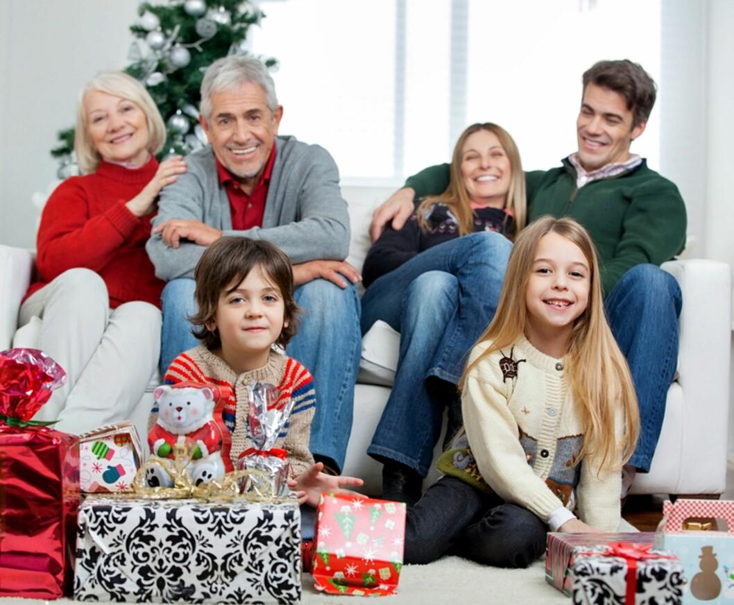 JO MERE VI ER SAMMEN: Tenk på tvers av nye og gamle familier når du planlegger julens selskapeligheter. Foto: Shutterstock