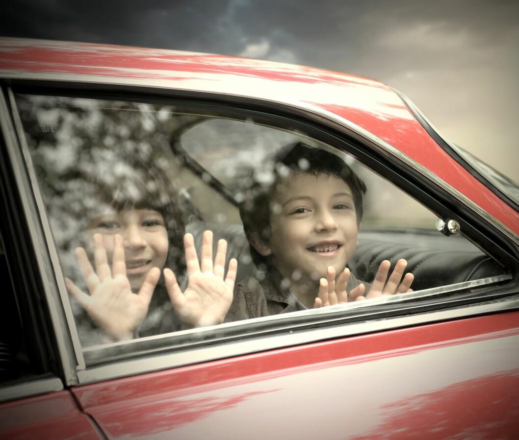 BILKJØRING I GAMLE DAGER: «Det gikk da bra med oss» hører man stadig, men gjorde det egentlig det? Foto: Shutterstock