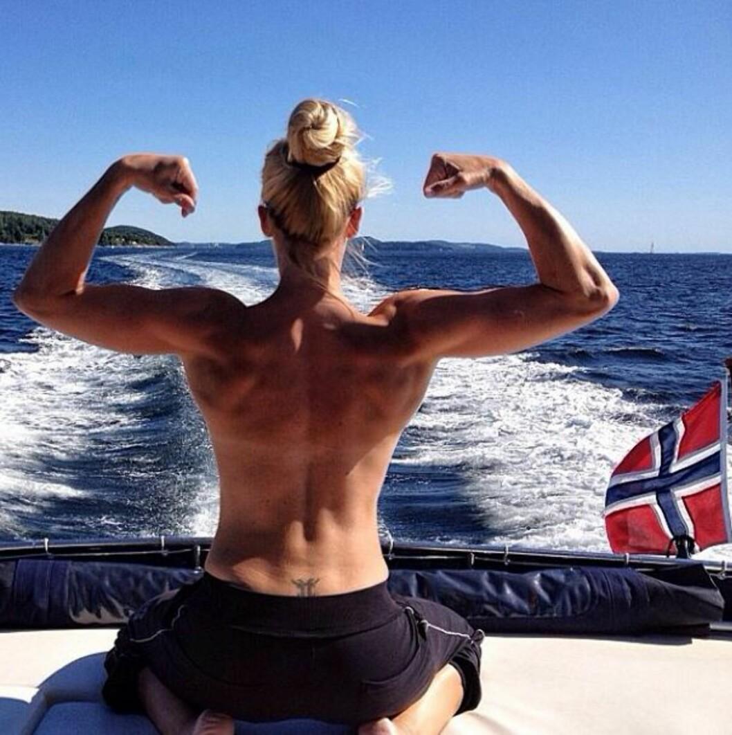 IKKE MASKULIN: - Veltrente skuldre er noe av det flotteste jeg ser på en dame, sier Camilla. Foto: Privat