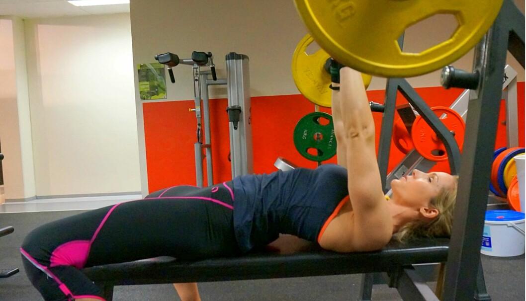KNALLSTERK: Camilla Strand er en av stadig flere mødre som viser frem muskler i sosiale medier. Foto: Privat