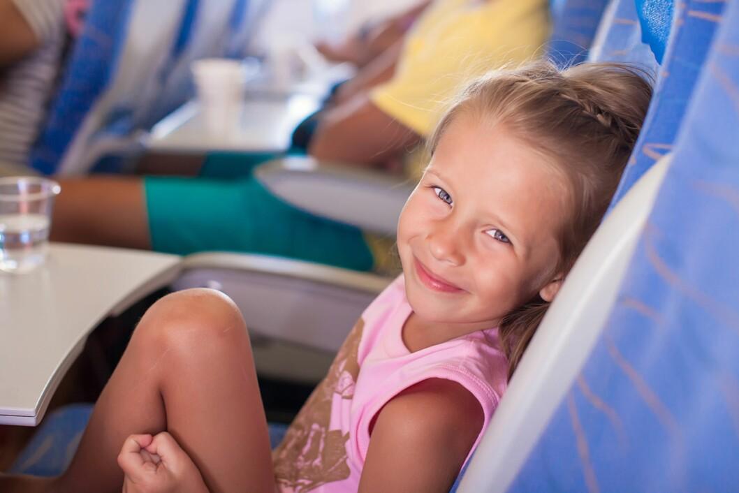 OMBORD PÅ FLY: Hva skjer om barnet må på do under take-off? Foto: Colourbox
