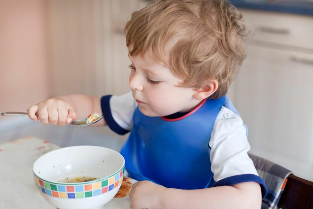 <strong>FORSKJELLIG PRAKSIS:</strong> Foreldre reagerer på at enkelte barnehager tvinger barna til å spise opp maten sin.  Foto: Shutterstock