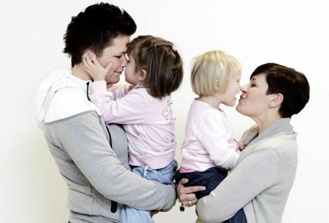 VIKTIG MED ÅPENHET: Da blir det mindre å prate om, mener Dagny og Carina. Foto: FEM/Christine Heim