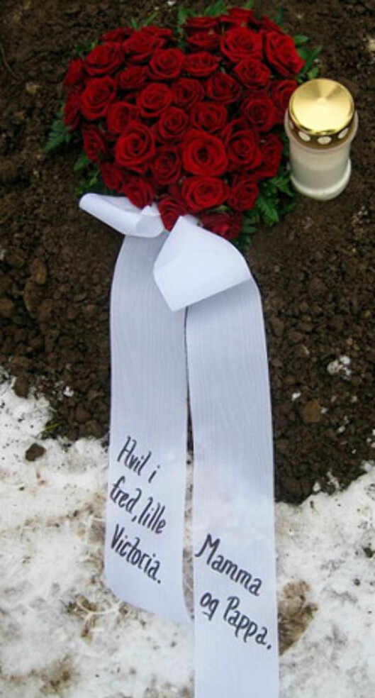Hvil i fred lille Victoria: Eline besøker fortsatt graven hver uke.