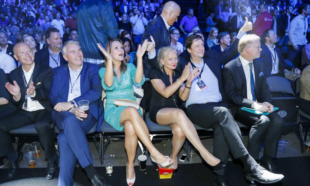 PARTISTEMNING: Høyres kulturelite og deres ulike advokater på lørdagens boksegalla. Etter seieren til Cecilia Brækkhus er proffboksing i Norge med rette blitt en vanskeligere sak for partiet. FOTO: Heiko Junge / NTB scanpix